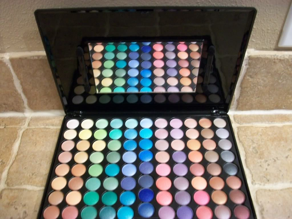 Famous 88 Shimmer Color Eyeshadow Makeup Palette