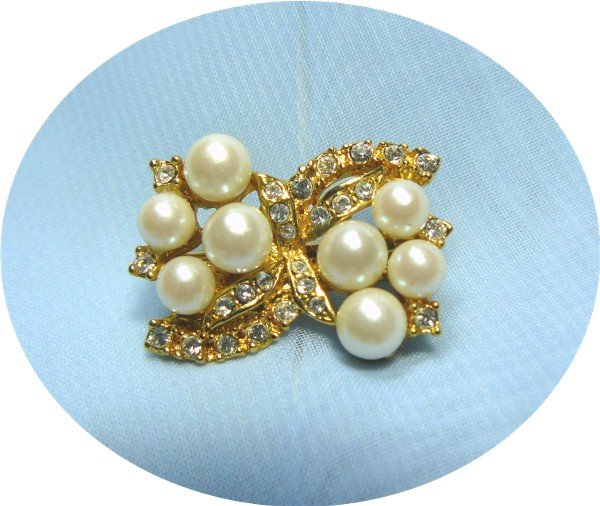 *Pretty Clip by Premier Designs, Rhinestones and Faux Pearls in Goldtoned Metal