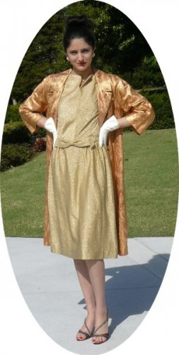 Vintage Peach/Gold Brocade Evening Coat: Elegant Style for Special Occasions