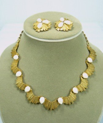 *Vintage BSK Necklace/Earring Set Done in Goldtone and Pretty Faux Teardrop Pearls