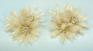 *Pretty in Palest Pink:  Vintage Flower Clipon Earrings w/AB RS Centers