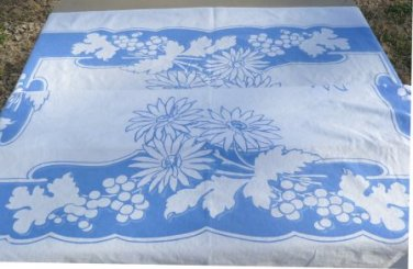 Vintage Queen Anne Med. Blue/White Tablecloth Sprinkled w/Daisies & Grapes, 48x52