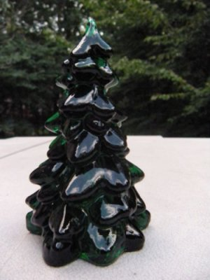 Handmade Emerald Green ART Glass GREEN TREE Figurine Christmas **BEAUTIFUL**