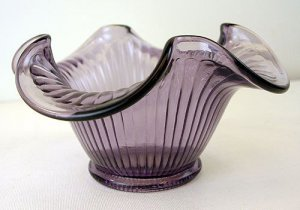 FENTON Art Glass Violet Purple Ribbed Bowl NEW in BOX