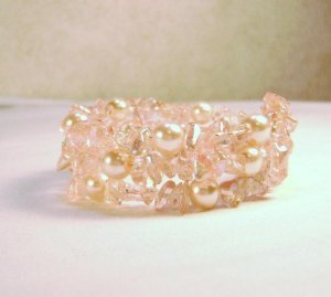 Light Peach Glass Pearl and Chip Beaded Bracelet