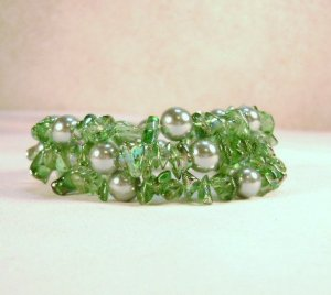 Green Glass Pearl and Chip Beaded Bracelet - see pics