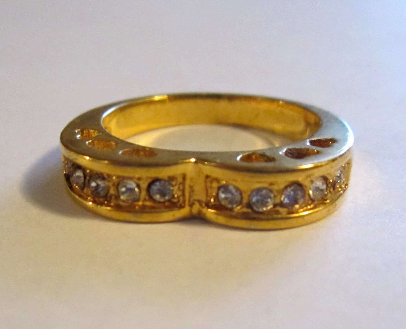 Gold Tone Heart Ring Size 7.5 (wtn823)