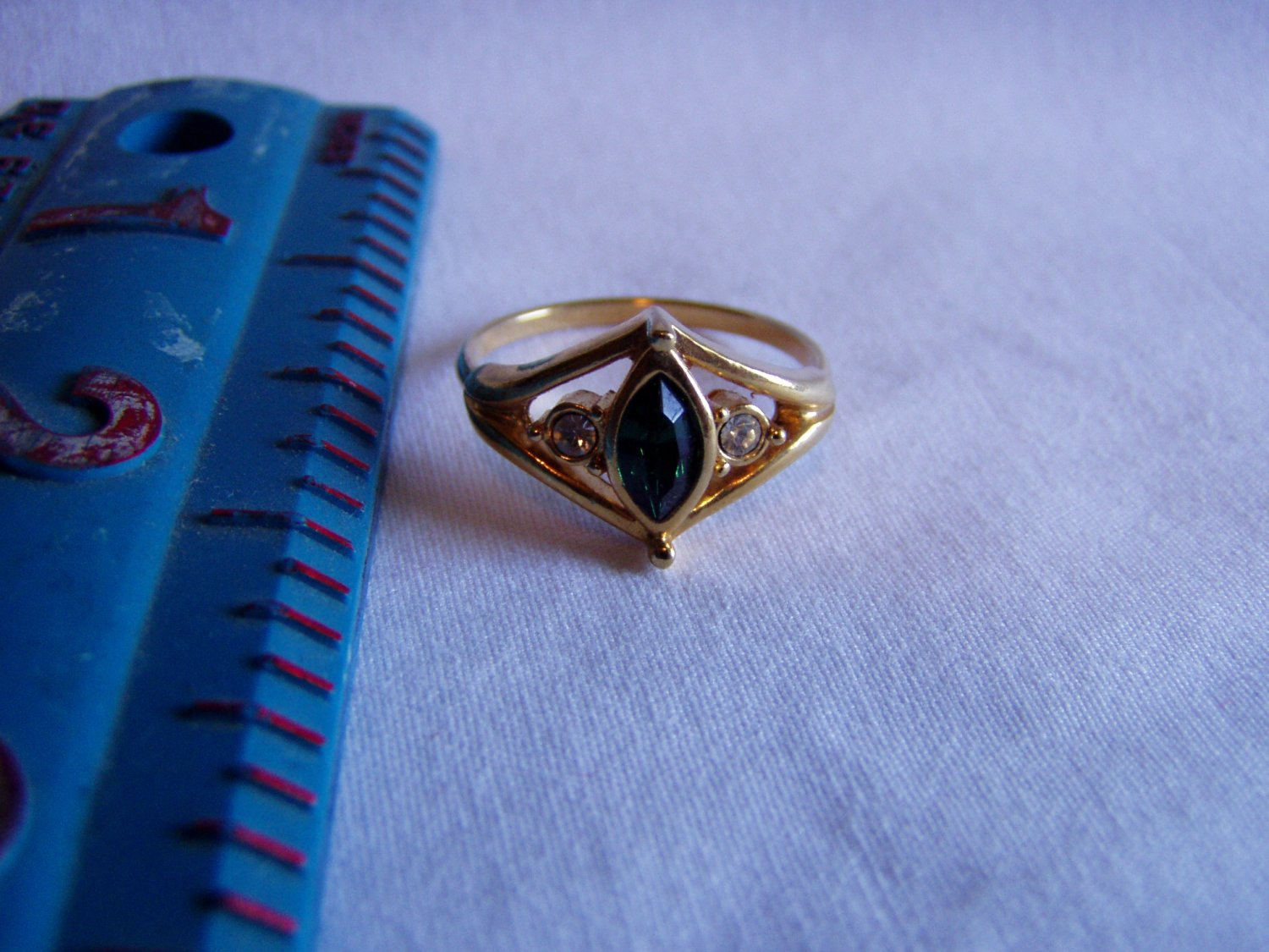 Avon Emeraldeque Vintage Faux Emerald and Gold Tone Size 9.5 Ring Dark Green (r 25)