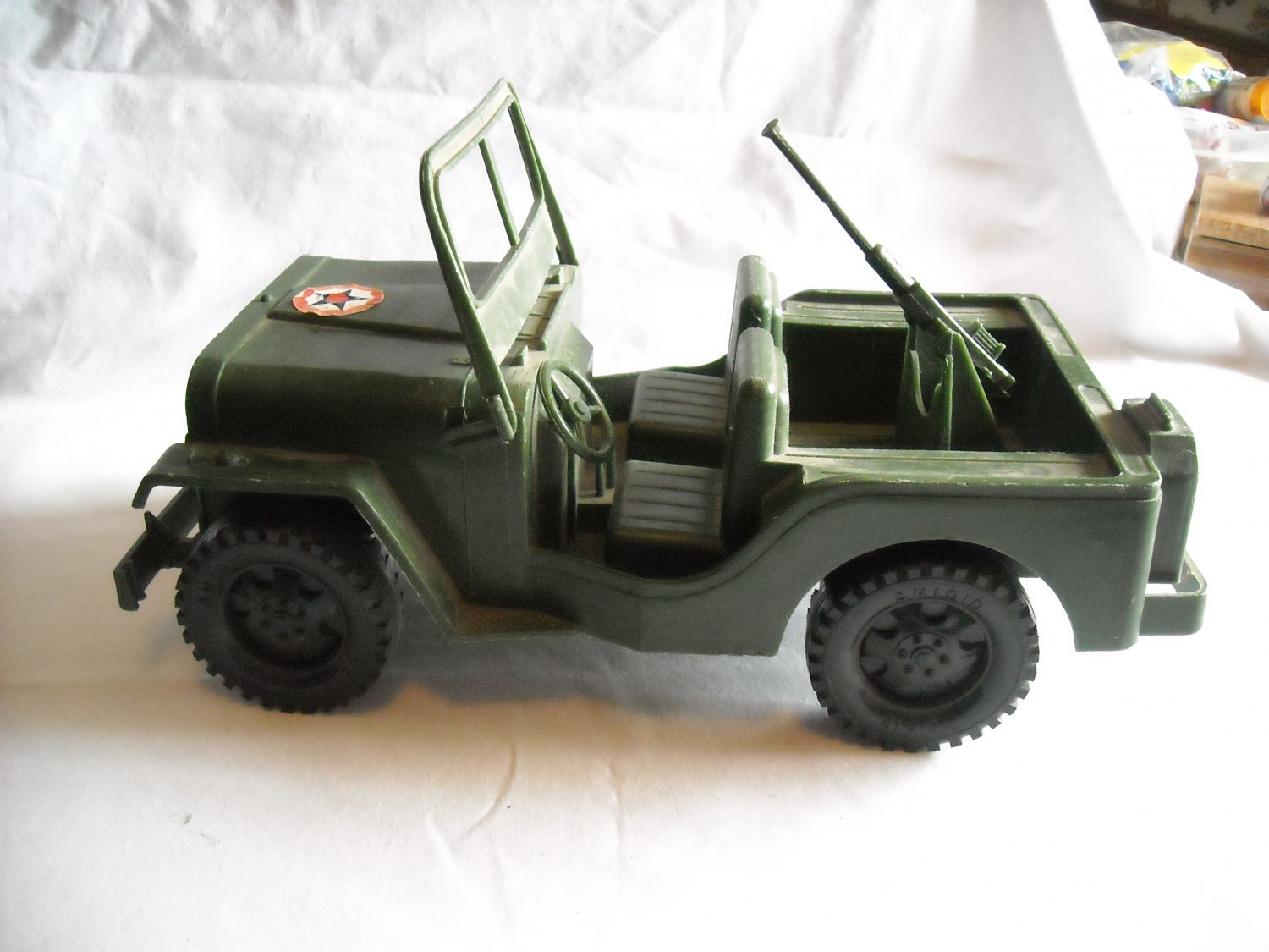 Amloid Willy's Army Jeep 81 x 5 Large Plastic Vintage Jeep (DS1) (mw)