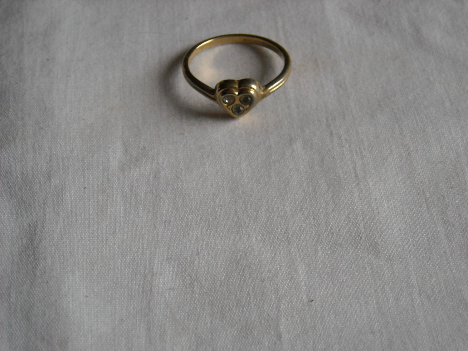 AVON Gold Tone Heart Ring with Three Clear Stones Size 8 (r 5)