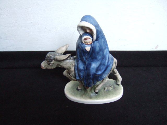 Virgin Mary/Baby Jesus Goebel Figurine 7 Inches Tall Mark 4