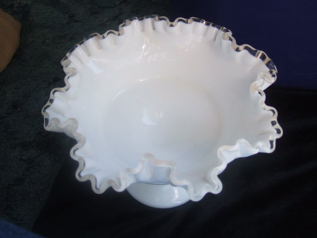 Gorgeous Fenton Bowl/Candy Dish With Ruffled Edges 5.5 Inches Tall