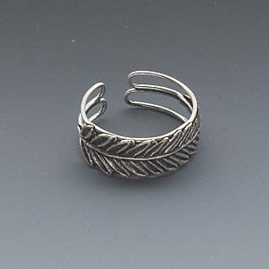 Antiqued sterling silver feather toe ring