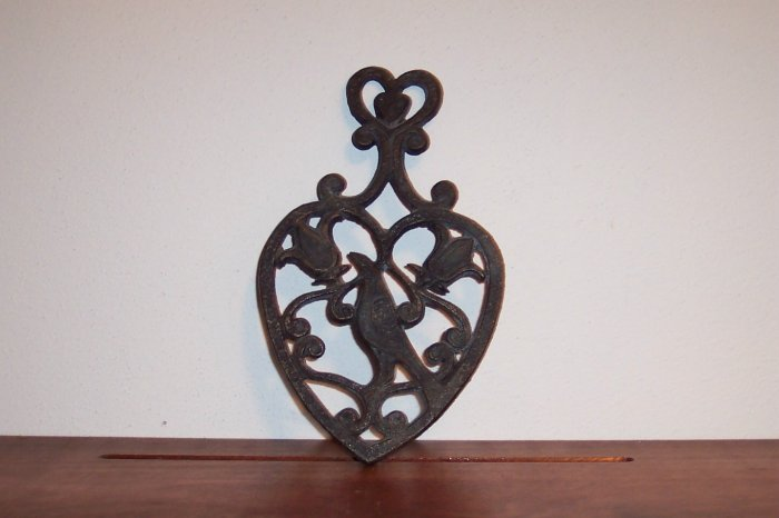 Wrought Iron Trivet Wall Art Decor Heart Shaped Cottage French Country Farmhouse Chic locw20