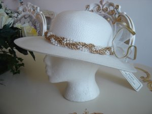 NOBU CREATIONS WHITE STRAW HAT with PEARLS and GOLD TRIM - CHEERFUL - BRAND NEW with TAG!