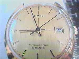 VINTAGE 1977 DATE AUTOMATIC TIMEX WATCH RUNS