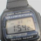 CASIO F-105 CASIO ILLUMINATOR ALARM LCD WATCH RUNS