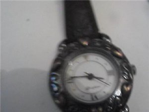 UNUSUAL LADIES BRIGHTON SANTA MONICA QUARTZ WATCH RUNS