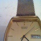 VINTAGE SQUARE SEIKO DAY DATE QUARTZ WATCH RUNS