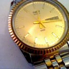 GOOD VINTAGE TIMEX DAY DATE 2 TONE QUARTZ WATCH RUNS