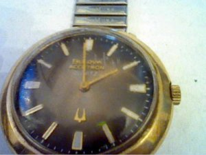 VINTAGE 1975 BULOVA ACCUTRON QUARTZ 602 WATCH RUNS