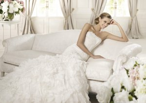 2013 Strapless White Ivory Chiffon Organza Alencon Lace Beaded Pleat Bridal Gown wedding dress