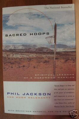 SACRED HOOPS by Phil Jackson, Softcover 1995, Chicago Bulls