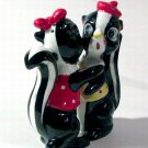Artmark Hugging Skunks Salt & Pepper Shakers