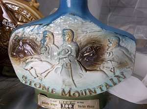 antique vintage Stone Mountain Jim Beam Whiskey Collectors Bottle bottle 1974