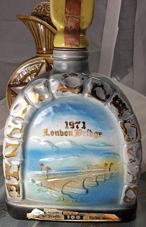 antique vintage London Bridge Jim Beam Whiskey Collectors Bottle bottle 1971