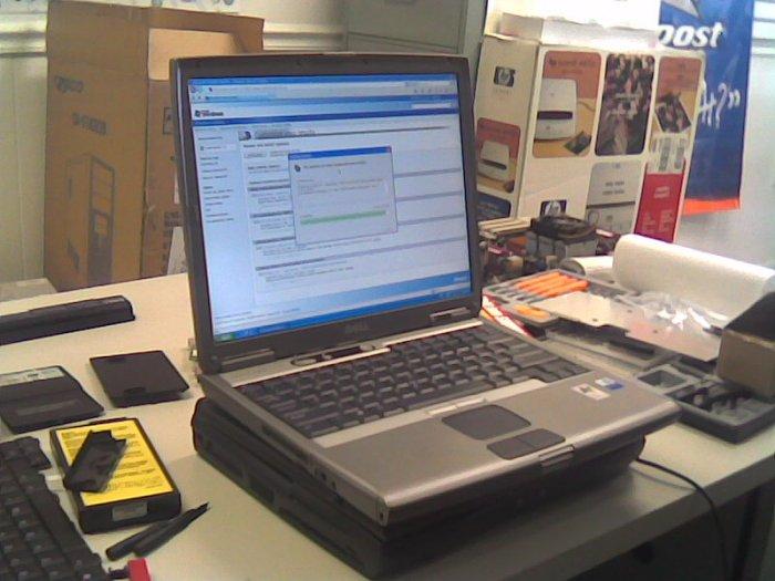 DELL Latitude D600 Pentium M 1.6 Ghz, 512MB, 60GB, DVDROM, CD RW, Wireless , XP Home,14'' LCD