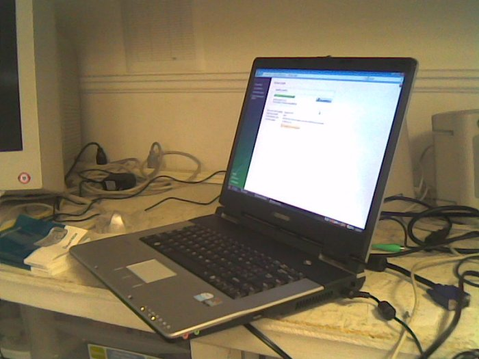 "EVEREX, Vista Home Basic, 512MB, 60GB, DVD+/- Burner  , 15""LCD, 1.46Ghz, wireless Built-in"