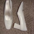 Cream Ladies Leather Upper Heels, Size 8 1/2 W