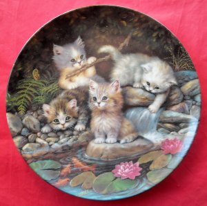 Kahla Porzellan Kitten Expeditions By the Lily Pond Am Seerosenteich porcelain plate 1996