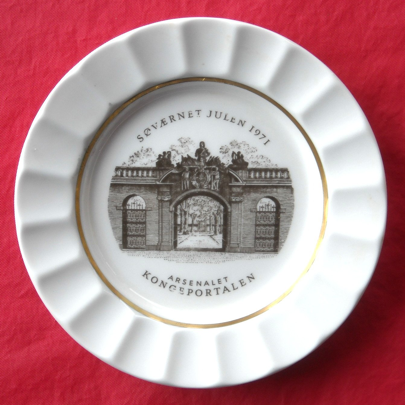 Royal Copenhagen Julen Navy 1971 Christmas Plate Dish