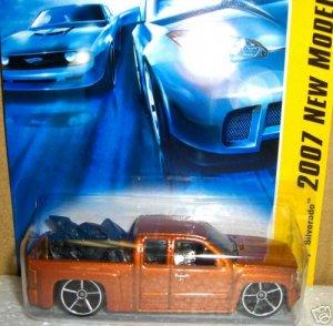 2007 Hotwheels FE 20/36 CHEVY SILVERADO