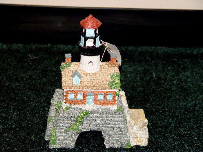 LIGHTHOUSE AQUARIUM DECOR - NWOB