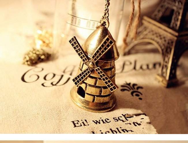 Large windmill necklace