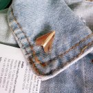 Paper plane pin (gold colour)