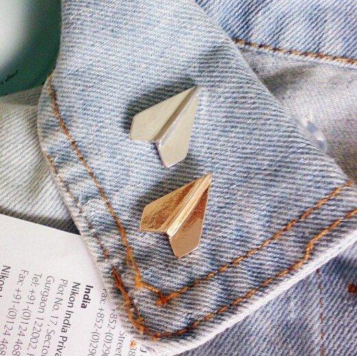 Paper plane pin (silver colour)