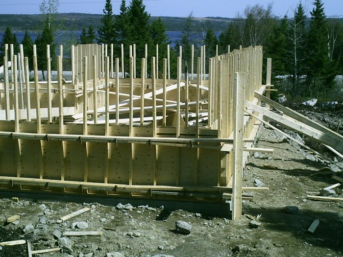 How to build cement basement foundation forms plans 4 for Garage foundation plans