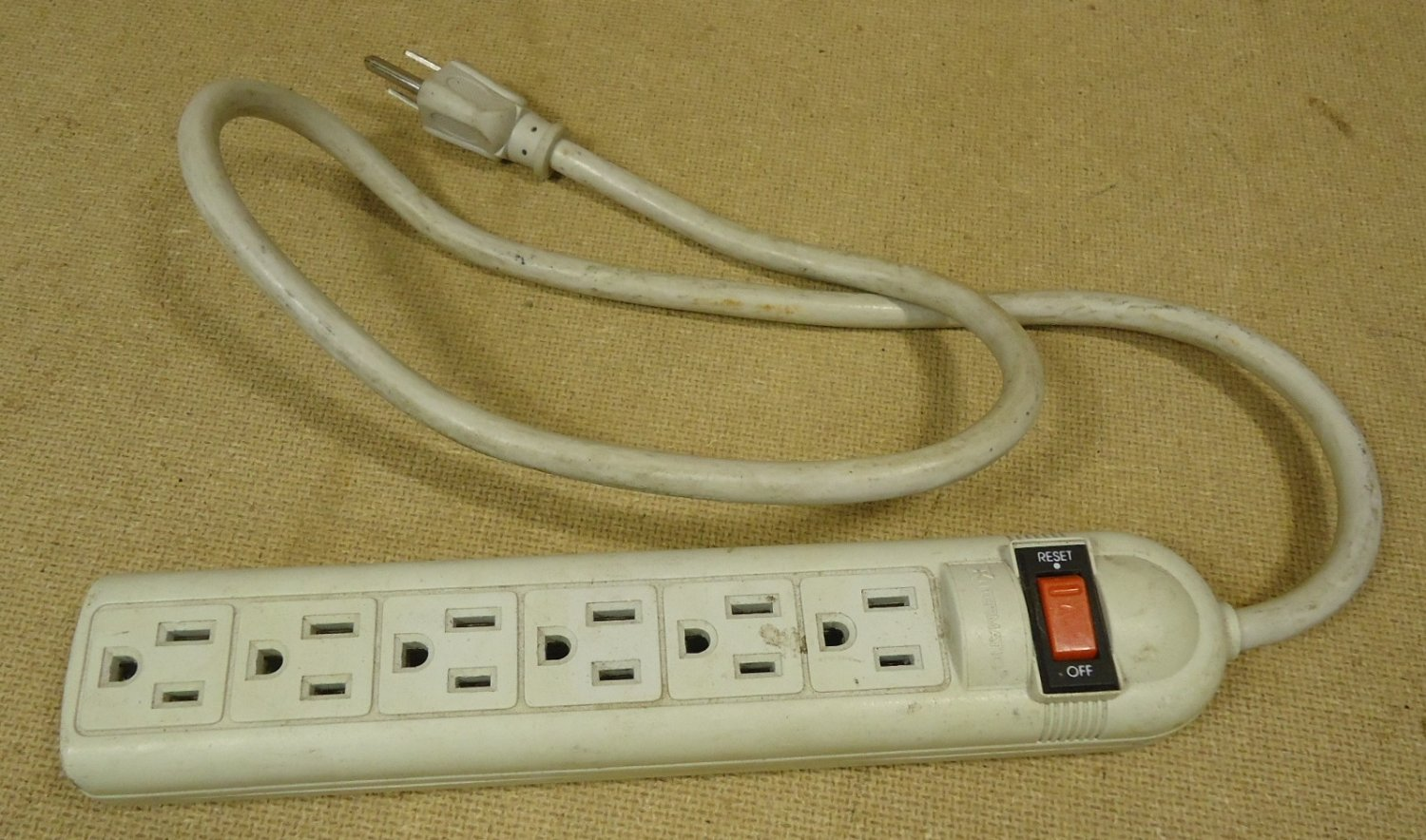 Are innovera 73304 power strip think, that