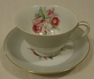 Noritake 5049 Vintage Tea Cup & Saucer Chipped 5 1/2in x 5 1/2in x 3in China Gold Rim
