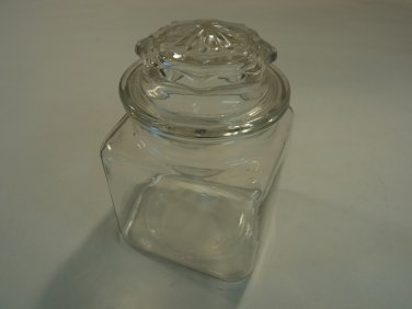 Standard Jar With Lid 4 1/2in L x 4 1/2in W x 6 1/2in H Clear Glass