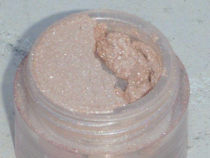 Luminesque Shimmer Eyeshadow