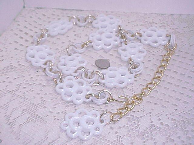 Vintage White Plastic Link Belt  A304*  tnk-ent