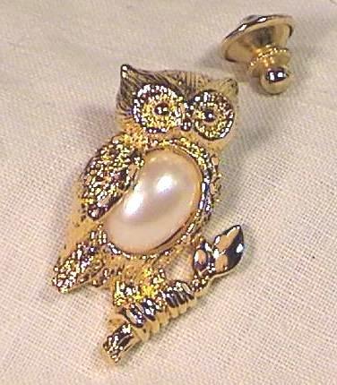 Avon OWL PIN w faux PEARL BELLY