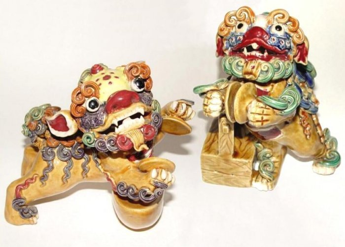 PAIR Chinese FOO DOG Figures