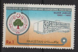 Pakistan 1987  - Scott  686 MH -  College of Physicians & surgeons 25th anniv (6-581)