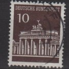 Germany 1966 - Scott  952 used - 10 pf, Brandenburg Gate (13-395)